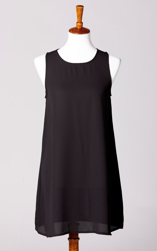 Crew Neck Essential Shift Dress in Black