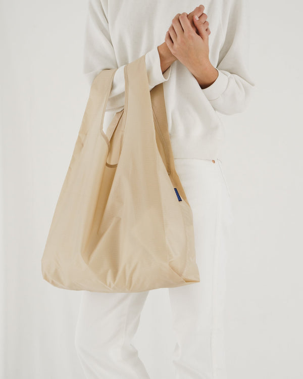 Minimalist reusable ripstop nylon bag by Baggu. Perfect for packing your day's groceries, lunch, or any everyday essentials. Now in classic Khaki.