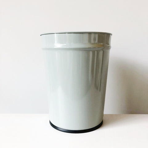 Timeless enameled steel waste basket designed and made in Japan by Bunbunku still feels fresh and modern for today