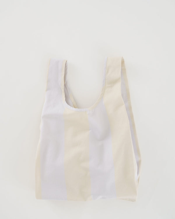 Take your everyday shopping bag and make it in washed canvas with a fresh, neutral stripe. This medium sized classic shape from Baggu is perfect for carrying your essentials, kids' toys, school materials, or even tech gear.