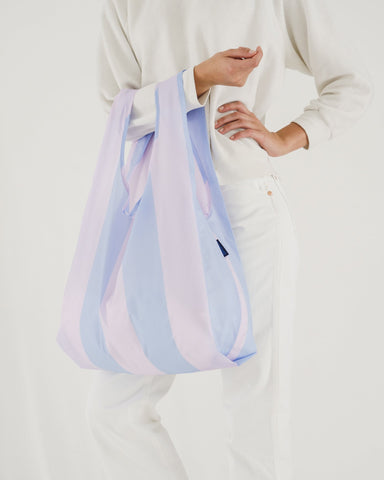 Minimalist reusable ripstop nylon bag by Baggu. Perfect for packing your day's groceries, lunch, or any everyday essentials. Now in Cornflower Stripe for Spring.