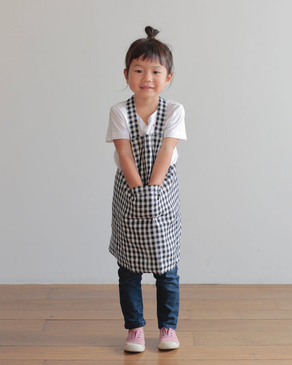 A mini version of your kitchen apron for children to help and play. Made in Japan, these kid aprons are made in red checkered and navy checkered linen. A simple design with a cross back and easy to slip over your child's head. Perfect for play or for helping in the kitchen.