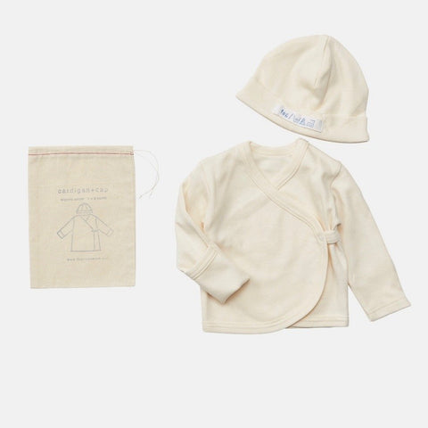 A baby cap and cardigan set that will start your newborn days in natural softness and warmth. Made with 100% organic cotton in Japan, the tie front cardigan and skull cap will keep your baby warm with cozy.