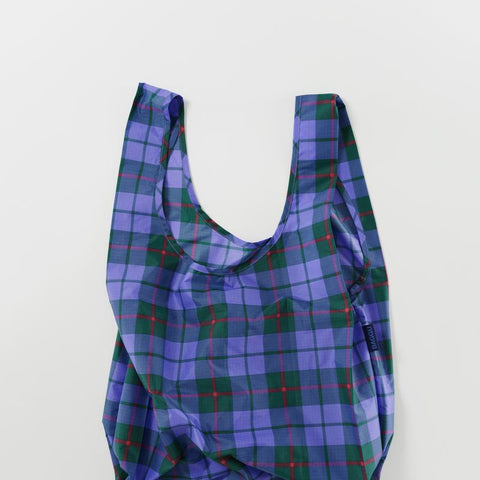 Minimalist reusable ripstop nylon bag by Baggu. Perfect for packing your day's groceries, lunch, or any everyday essentials. Now in a blue tone tartan plaid.