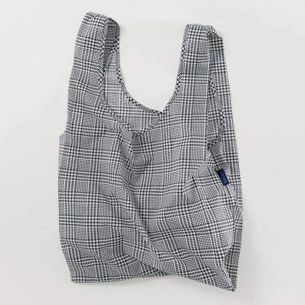 Minimalist reusable ripstop nylon bag by Baggu. Perfect for packing your day's groceries, lunch, or any everyday essentials. Now in black and white herringbone plaid.