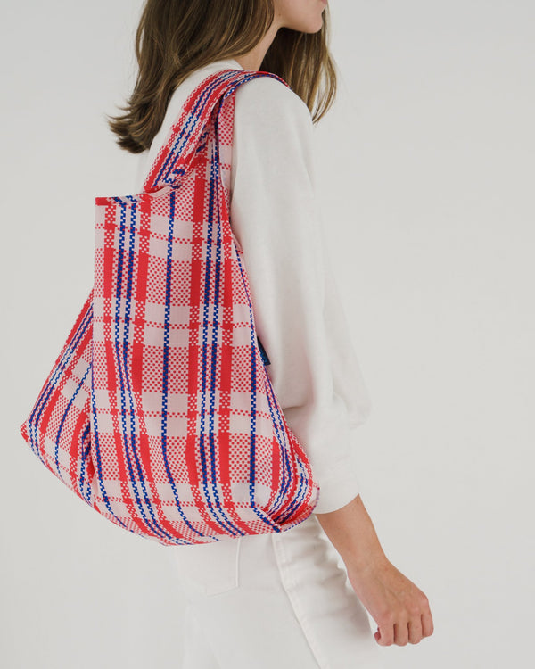 Minimalist reusable ripstop nylon bag by Baggu. Perfect for packing your day's groceries, lunch, or any everyday essentials. Now in Market Print for Spring.