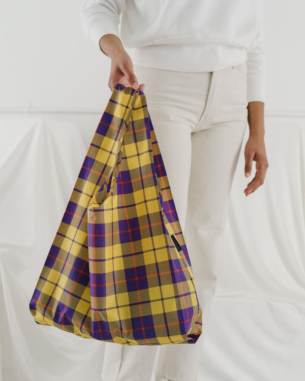 Minimalist reusable ripstop nylon bag by Baggu. Perfect for packing your day's groceries, lunch, or any everyday essentials. Now in yellow tartan plaid.