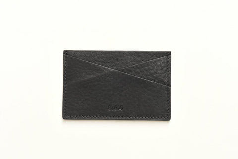 A classic leather card case with beautiful texture and optimal storage for carrying money lightly. A simple but considered design, it has hand-painted exterior edges and quality stitching to maintain the quality and longevity of your case and your cards.