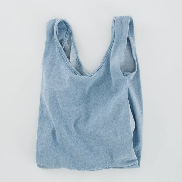 Take your everyday shopping bag and make it in washed and worn denim. This medium sized classic shape from Baggu is perfect for carrying your essentials, kids' toys, school materials, or even tech gear.