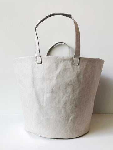 Washable paper bags reengineered for daily, long term use by making them washable. Designed in Australia and made in Italy, Uashmama paper bags are created from a cultivated cellulose fiber making them machine washable. A lovely, simple, but highly functional storage bag.