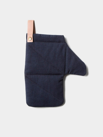 Simple and modern quilted oven mitt in cotton with removable leather detail