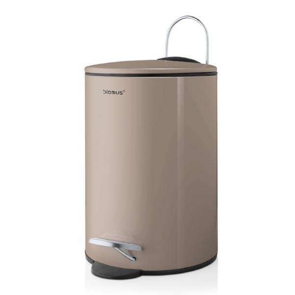 Metal bathroom waste bin designed with total simplicity and functionality in mind. Contains waste in your bathroom with a slim and sleek profile and features a pedal push for opening and a soft closing. Has a removable plastic bin. Pairs with the Sono collection from Blomus.