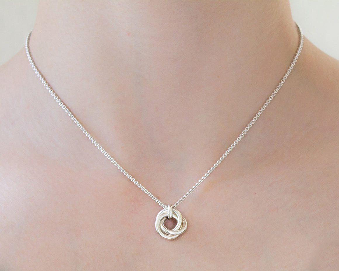 Minimalist Nest of Three Chainmaille Pendant Necklace - Femailler
