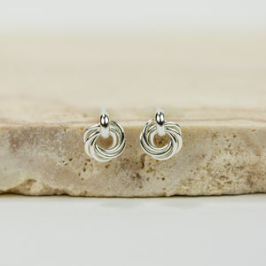 Small Nest Chainmaille Post Earrings - Femailler