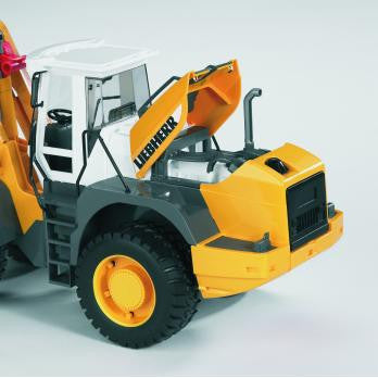 Bruder 1:16 Liebherr Articulated Road Loader L574