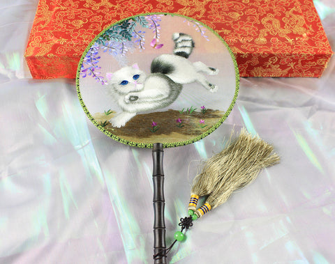 Handmade 3D Lifelike Naughty Cat Embroidery Stitchwork Chinese Decorative Silk Hand Fan Gifts Decor