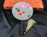 Handmade 3D Lifelike Koi Fishes Under the Flower In the Pond Embroidery Stitchwork Chinese Decorative Silk Hand Fan Gifts Decor