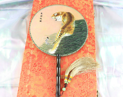 Handmade 3D Lifelike Climbing Tiger Animal King Embroidery Stitchwork Chinese Decorative Silk Hand Fan Gifts Decor