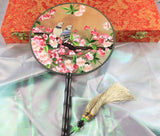 3D Lifelike Birds Stand Around The Pink Peach Blossom Flower Shrub Embroidery Stitchwork Chinese Decorative Silk Hand Fan Gifts Collectible Handiwork Art