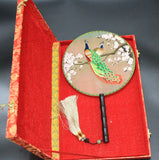 3D Lifelike Peacock Stand In The Branch Of The Tree Su Xiu Embroidery Stitchwork Silk Hand Fan Collectibles Handiwork Birthday Christmas Gift