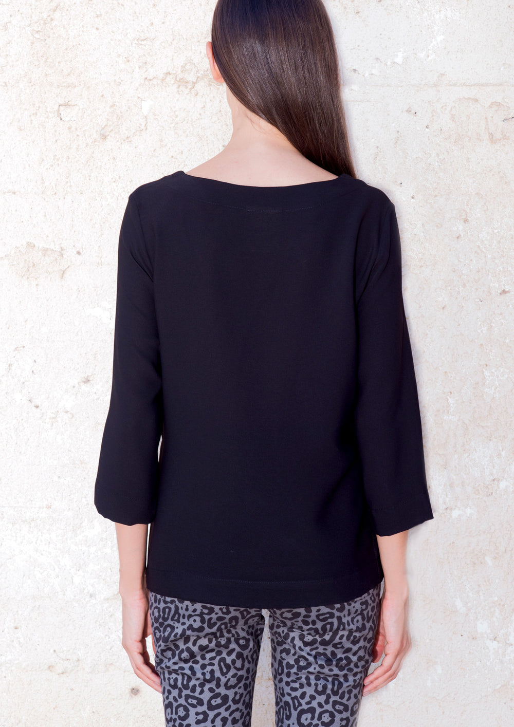 Boat-neck shirt in black