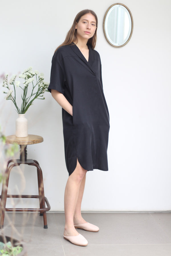 Short sleeve shirt-dress in black
