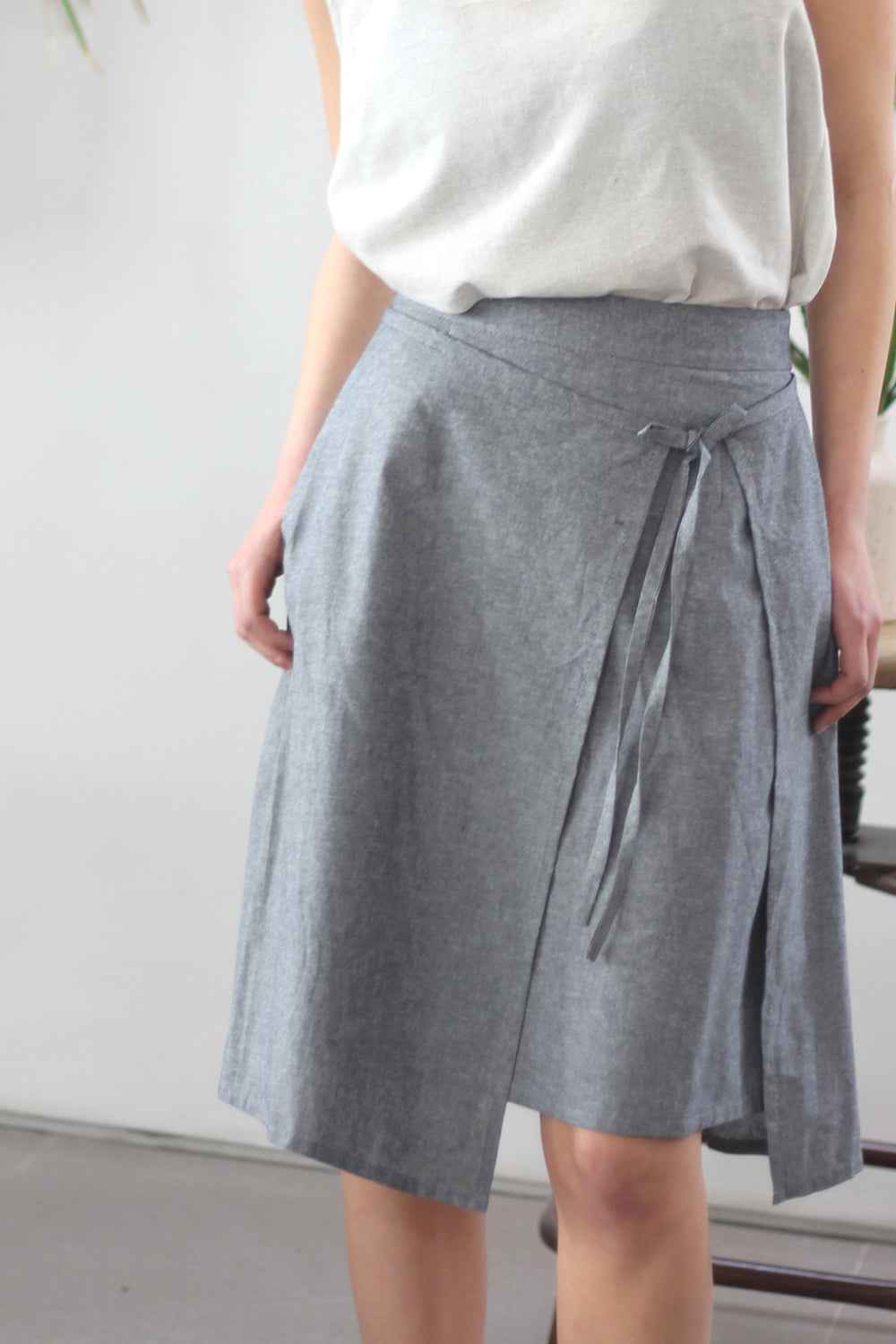 A line wrap skirt in grey