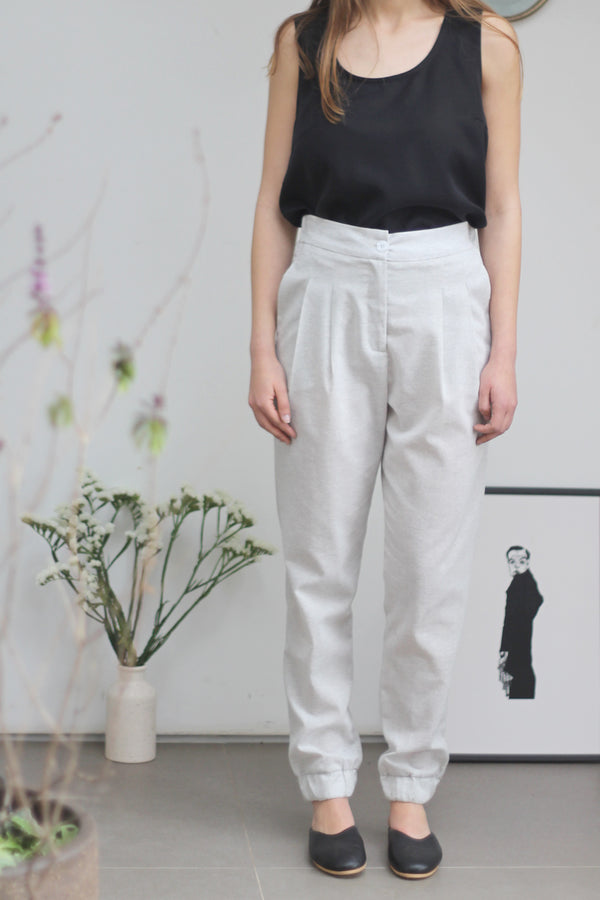 Relaxed pleated pants with elastic cuff in stone