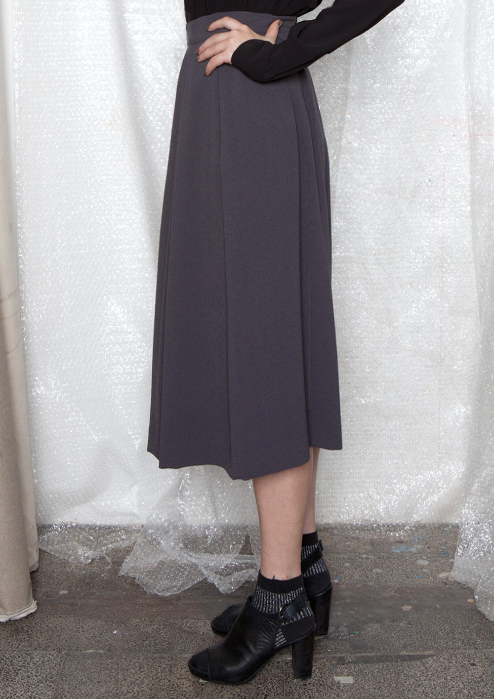 High-waisted folds skirt in grey