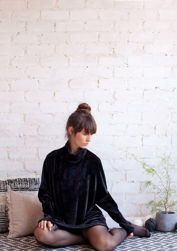 Oversize long sleeved turtleneck tunic in black