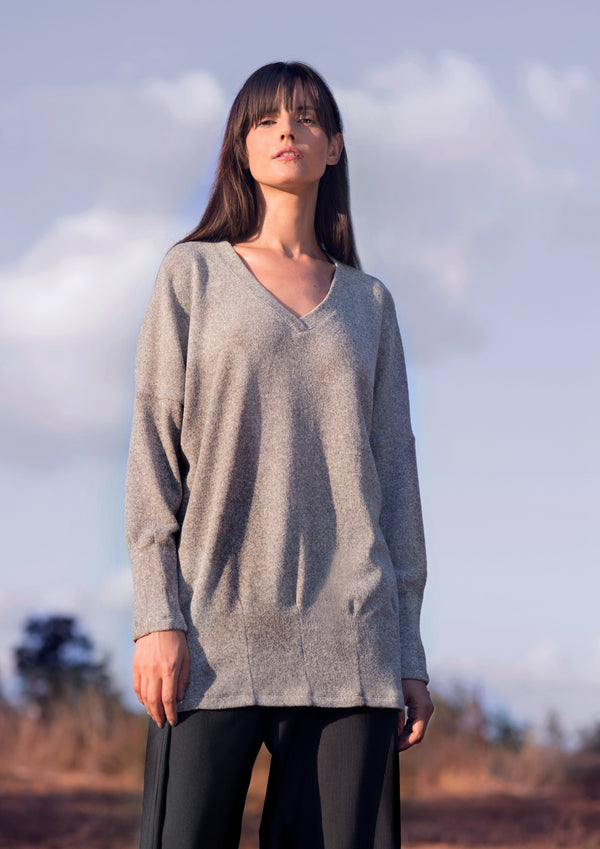 V-neck pullover in light grey