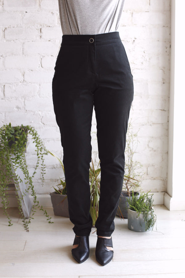 Snap button pants in black