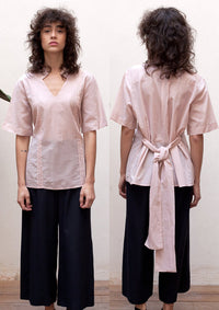 Short sleeve V-neck shirt in pink