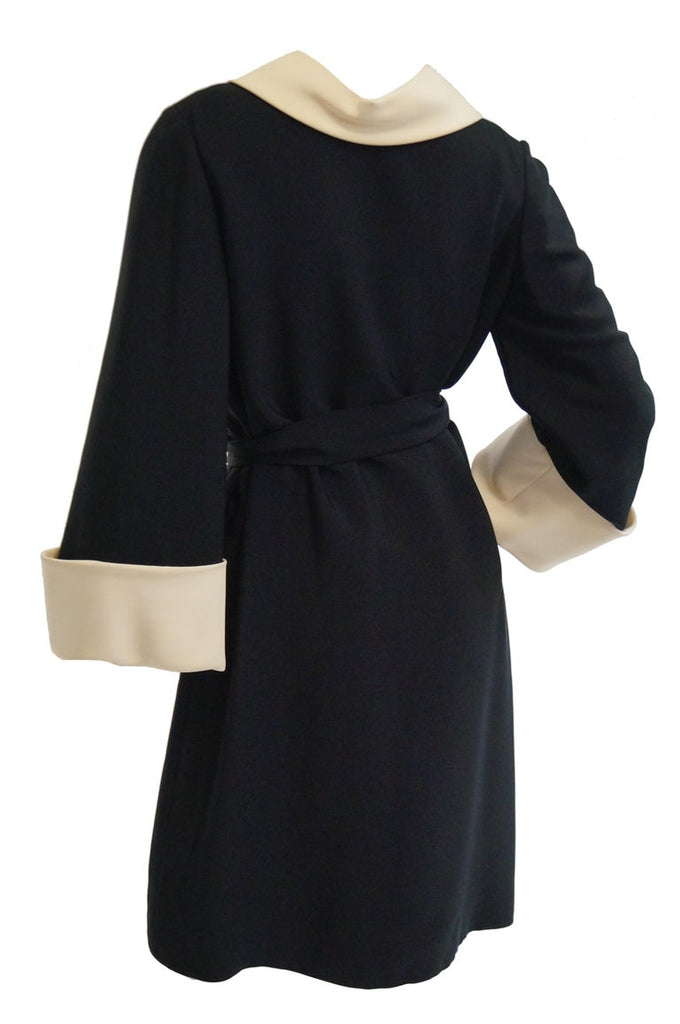 1960s Norman Norell Black and Cream Contrast Silk Shift Dress