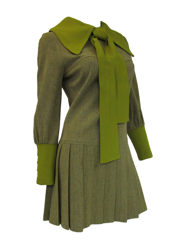 1970s Green Wool Dress With Detachable Neck Tie