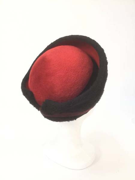 1950s Elsa Schiaparelli Red and Black Felt Eastern Hat
