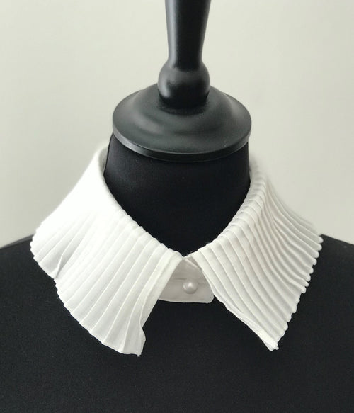 Vanessa Plizze Collar Simple