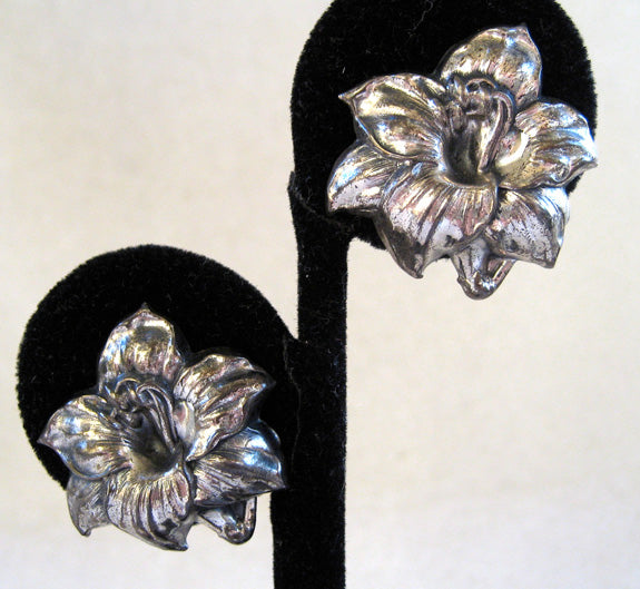 Arts and Crafts Sterling Silver Floral Hibiscus Earrings