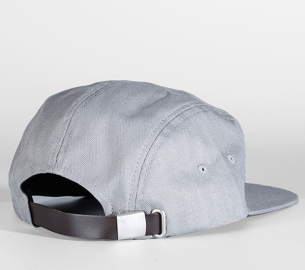 5-panel herringbone hat with leather strap and metal clasp