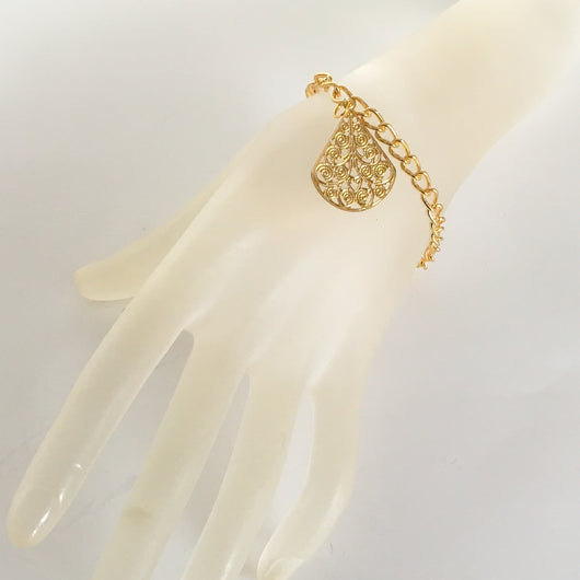 Gold coloured chain bracelet with filigree Pendant 6.5