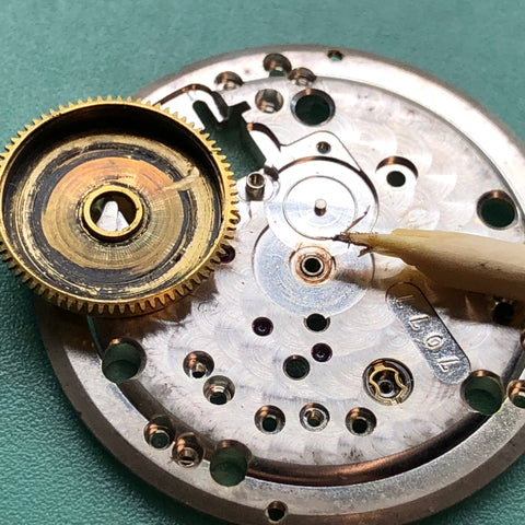 Servicing the Movado Kingmatic Calibre 531 vintage watch from 1960
