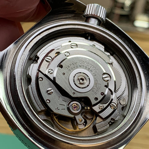 Servicing a vintage Seiko 6105-8000 diver - in case no rotor