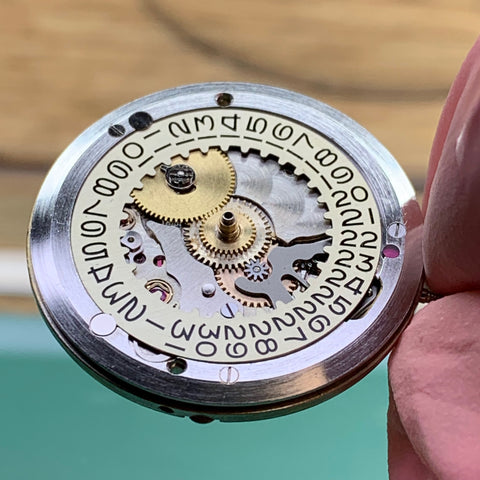 Servicing a Rolex 1601 Datejust Calibre 1560 from 1963 - dial side reassembled