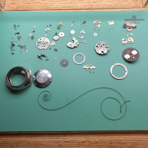 Seiko 6138 chronograph fully disassembled (Seiko bullhead 6138-0040)