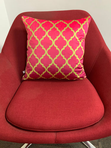 SuperSoft Pink Quatrefoil Pattern Throw Pillow