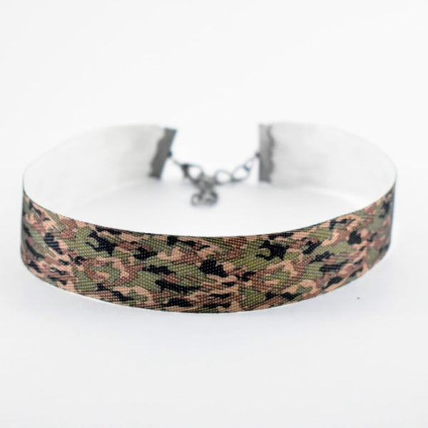 Womens camo ribbon choker
