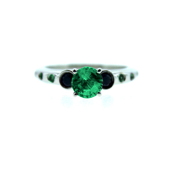 18k White Gold Violeta Ring Emerald Black Diamonds