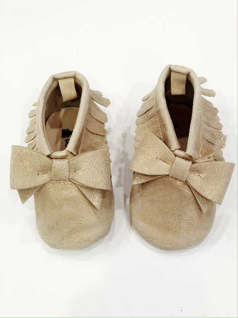 Gap moccs gold size 3-6m