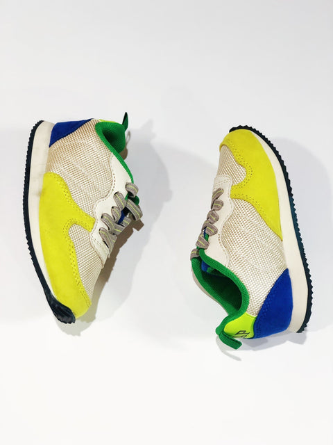 Gap runners size 6-Fresh Kids Inc.