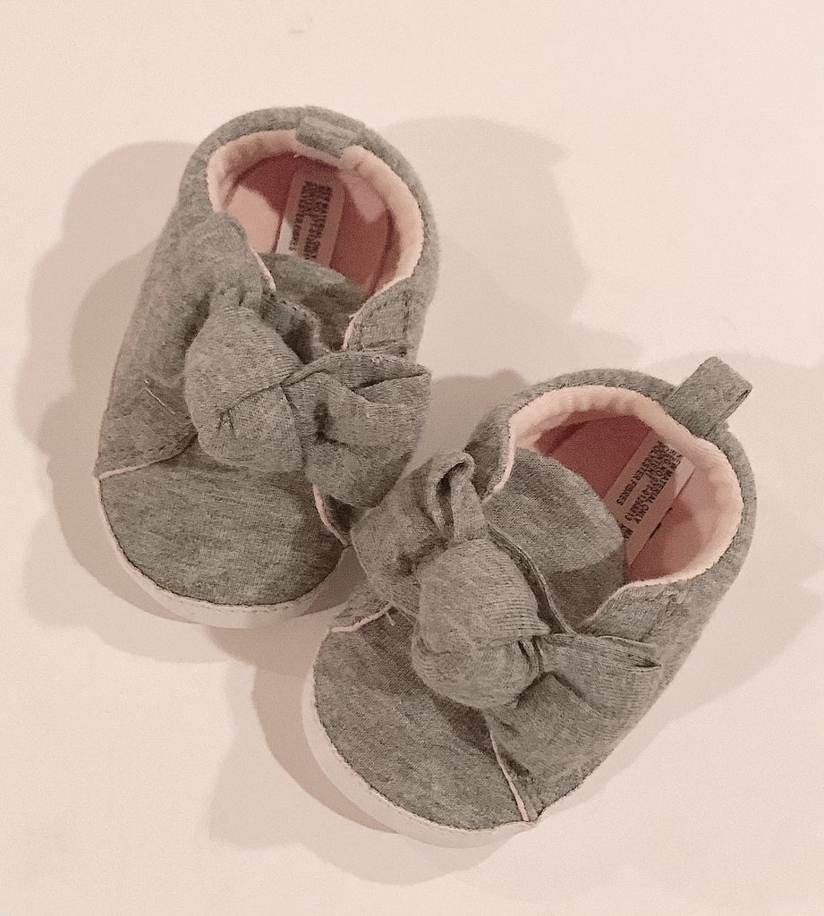 Gap shoes 3-6 m-Fresh Kids Inc.